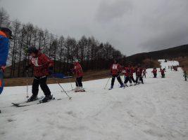 人工雪でスキー
